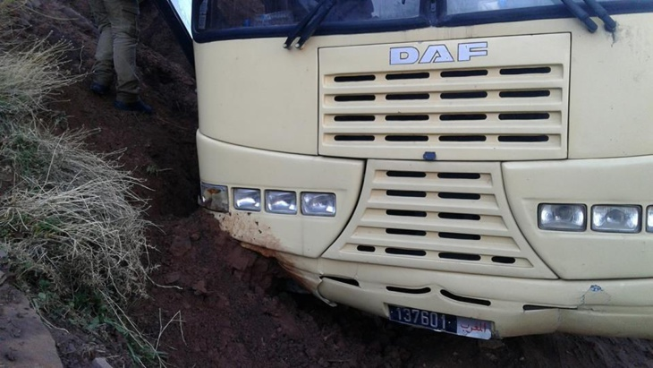 تمزق فرامل حافلة كلية العلوم بمراكش يتسبب في حادثة سير خطيرة أثناء رحلة للطلبة + صور