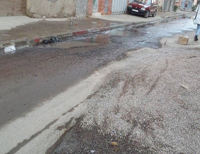 تردي كبير لعدة مقاطع طرقية بأحياء مختلفة بمدينة قلعة السراغنة