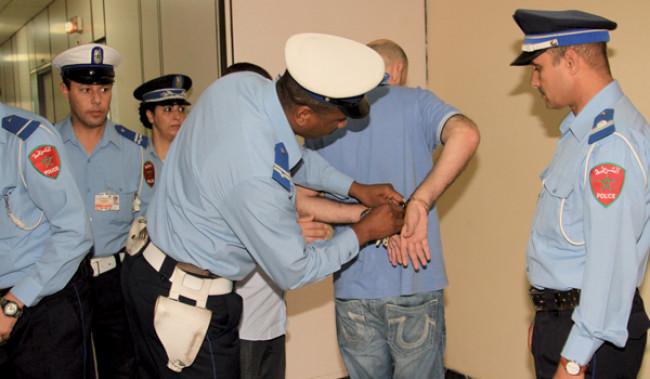 سكوب: أمن مطار مراكش يعتقل ثلاثينيا بسبب تأشيرة مزورة