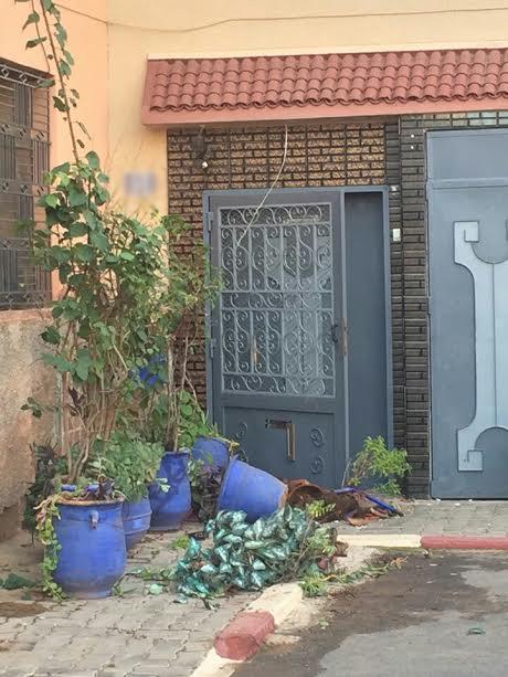 عصابة مدججة بأسلحة بيضاء تهاجم منزلا بمراكش وتهدد قاطنيه بالقتل بسبب