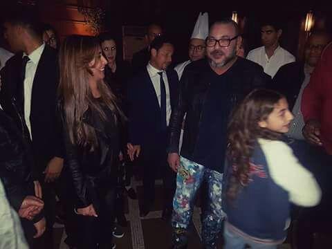 هذا ما دار بين الملك محمد السادس وعائلة مراكشية بمطعم la table du marché