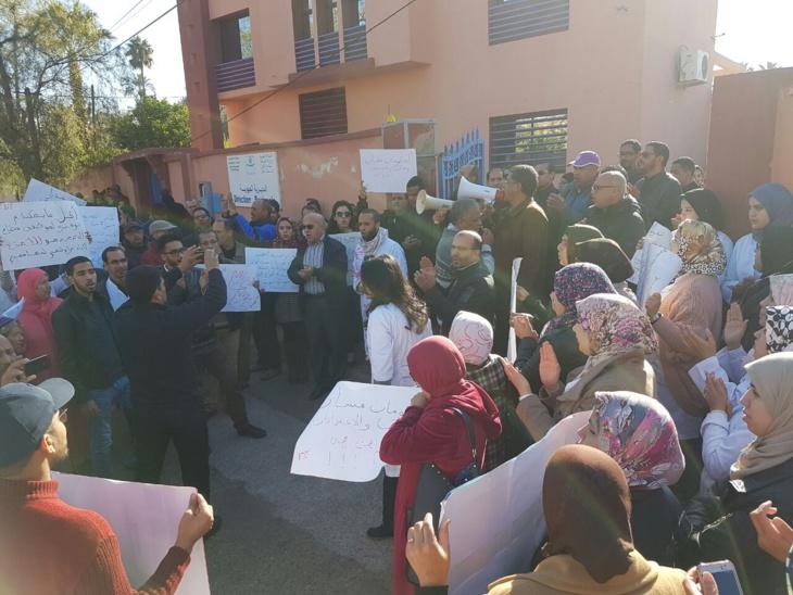 عاجل: موظفو الصحة يحتجون أمام المديرية الجهوية للوزارة الوصية بمراكش + صور