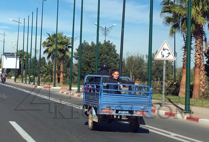 نقل سائح من مطار المنارة بمراكش الى جليز على متن
