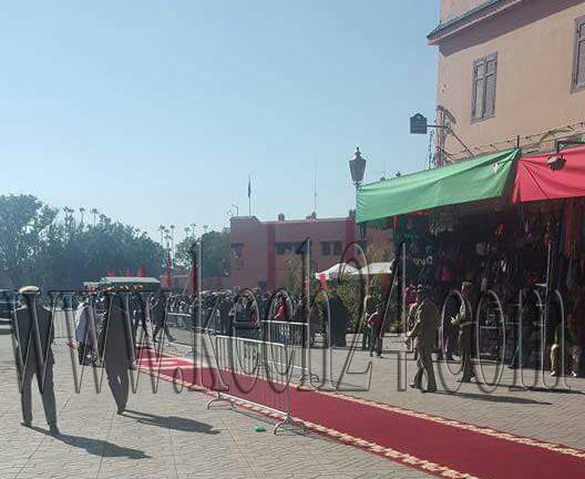 عاجل: بث الزرابي بمدخل أسواق مراكش استعدادا لاستقبال الملك محمد السادس + صور