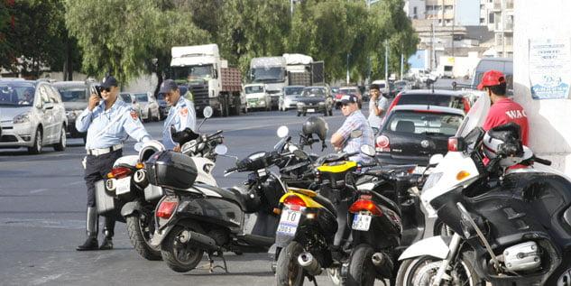هام لاصحاب الدرجات النارية ..الشروع في مراقبة وضع صفائح الترقيم على الدراجات
