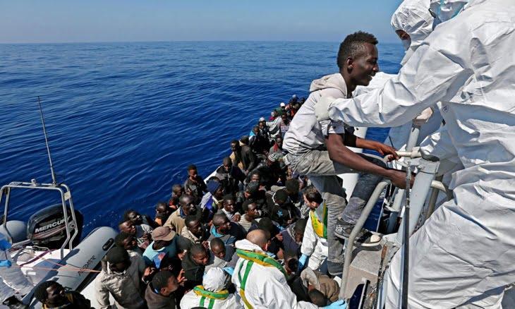 مصرع 3 مهاجرين وإنقاذ 45 آخرين بعد غرق قاربهم المطاطي قبالة ساوحل الناظور