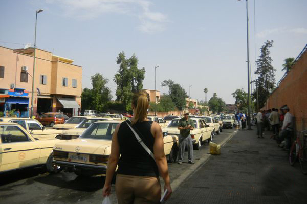 أرباب ومستخدمي سيارات الأجرة بأوريكة يطالبون بفتح تحقيق بسبب رخص النقل