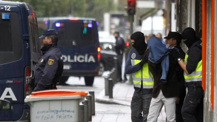 الأمن الإسباني يعتقل مغربيا بتهمة قيادة خلية إرهابية