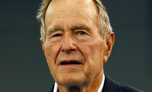 نقل الرئيس الأمريكي الأسبق جورج بوش الأب الى المستشفى