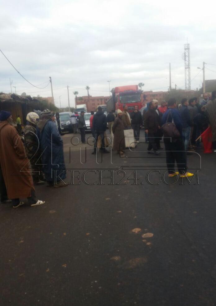 عاجل: نايضة في الشويطر ... غاضبون يقطعون الطريق الرئيسية بين مراكش ووارزازات + صور