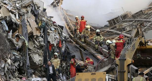 20 قتيلا من رجال الإطفاء في انهيار مبنى بطهران
