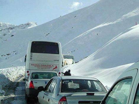 عاجل: التساقطات الثلجية تقطع الطريق بين مراكش و ورزازات على مستوى تيزي نتشكا + فيديو