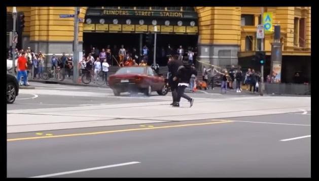 بالفيديو: 3 قتلى و20 جريحا في عملية دهس بواسطة سيارة والشرطة تستبعد أن يكون الحادث عملا إرهابيا