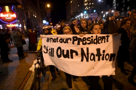 احتجاجات تسبق تنصيب الرئيس الأمريكي الجديد دونالد ترامب