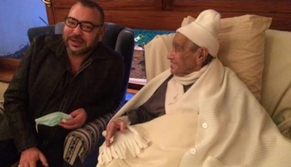 الملك يزور الزعيم الاستقلالي المراكشي