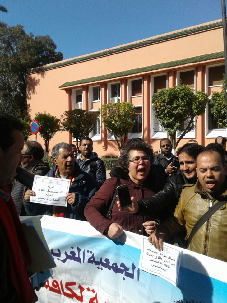 بالفيديو: وقفة احتجاجية أمام جنايات مراكش تزامنا مع إحالة أستاذ على النيابة العامة