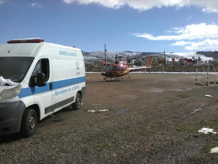 المروحية الطبية لوزارة الصحة تنقذ امرأة في حالة صحية حرجة بدوار محاصر بالثلوج + صور