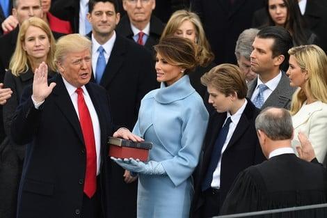 دونالد ترمب يؤدي اليمين الدستورية رئيسا جديدا للولايات المتحدة الأمريكية + فيديو