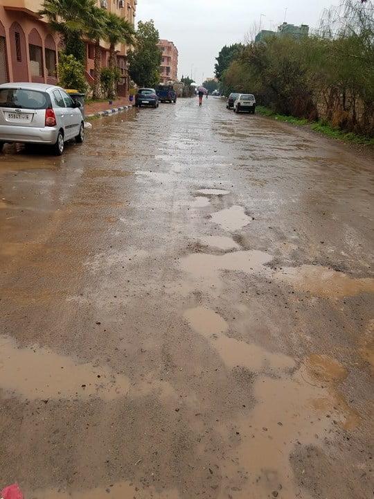 أمطار الخير تؤكد ملحاحية مطلب الساكنة بضرورة إتمام تعبيد الطريق الكائنة وراء
