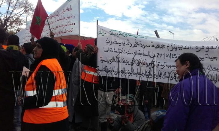 عاجل: احتجاجات أمام سوق ديور المساكين بمراكش + صور