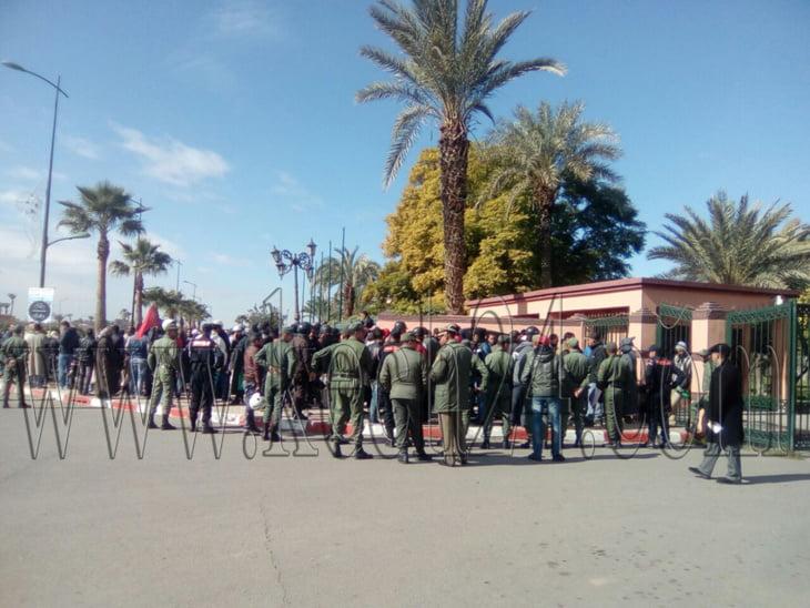 عاجل: أصحاب الدراجات النارية يحتجون أمام ولاية جهة مراكش + صور