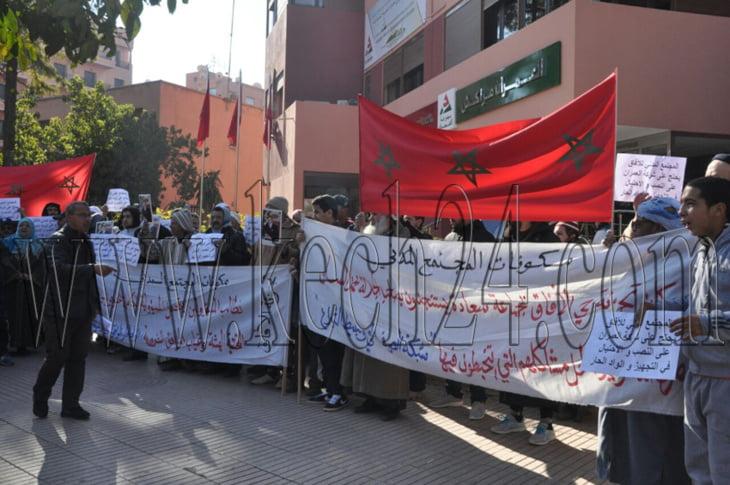 ساكنة حي الآفاق تحتج أمام مؤسسة العمران بمراكش + صور