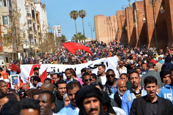 أحزاب سياسية ومنظمات حقوقية ونقابية ومدنية تشارك في المسيرة الشعبية ضد الفساد بالرباط