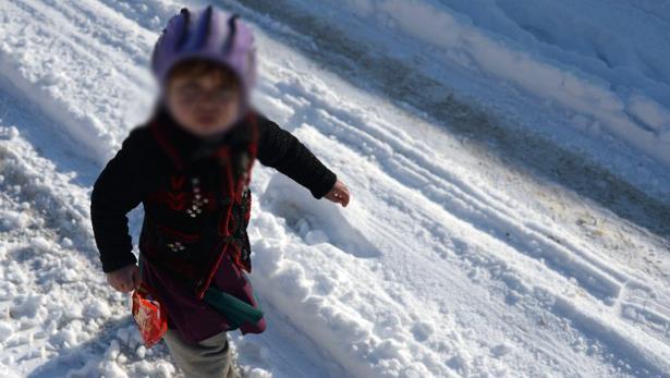 27 طفلا يفارقون الحياة في أفغانستان بسبب تساقط الثلوج والطقس المتجمد