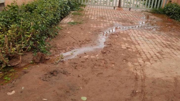 المياه تغمر جنبات عمارة وتهدد بفاجعة بالمدينة الجديدة تامنصورت + صور
