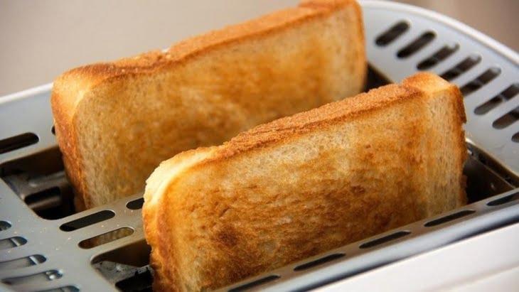 علماء: تحميص الخبز والبطاطس قد يتسبب بالسرطان