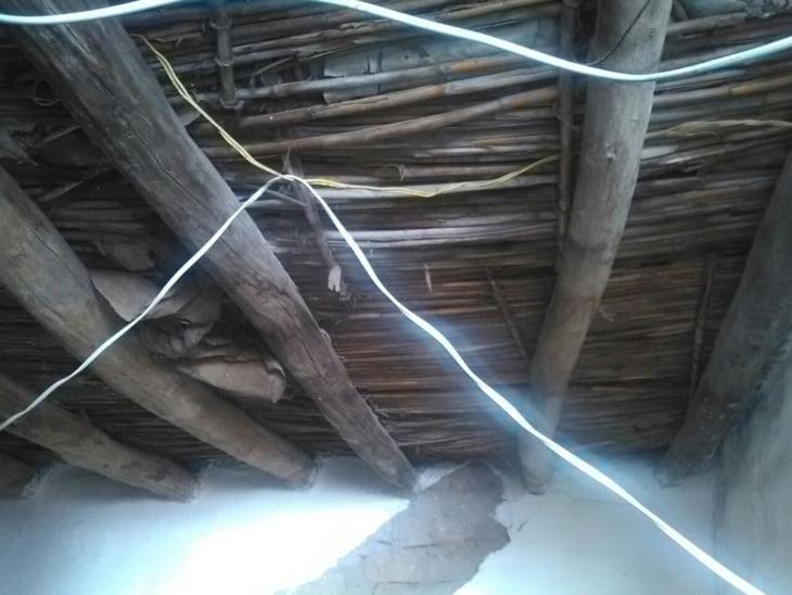 خطارة تهدد بابتلاع منزل وتعمق معاناة شقيقتين يتيمتين بحي الفخارة بمراكش + صور