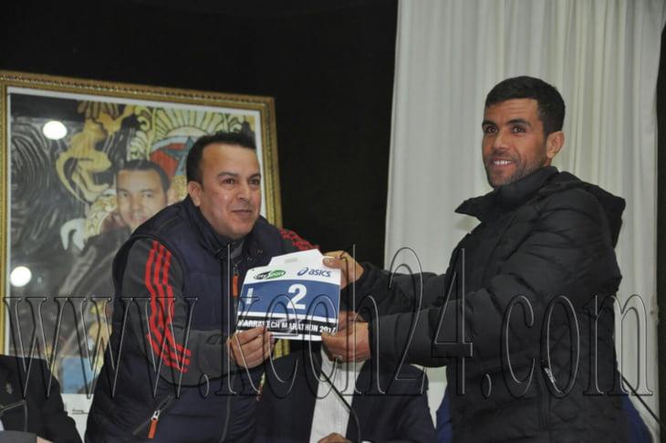 بالصور: استقبال المشاركين وتوزيع الصدريات على العدائين المتنافسين في الماراطون الدولي لمراكش
