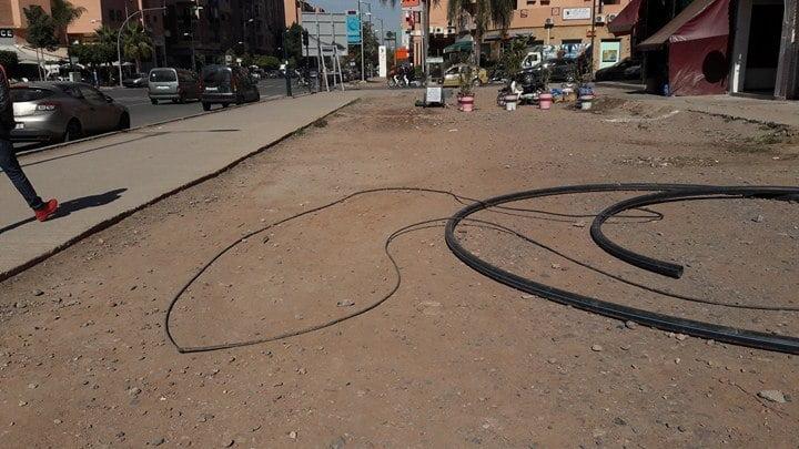 تعثر أشغال تهيئة شارع الداخلة بحي المسيرة بمراكش يعمق معاناة التجار والمارة + صور
