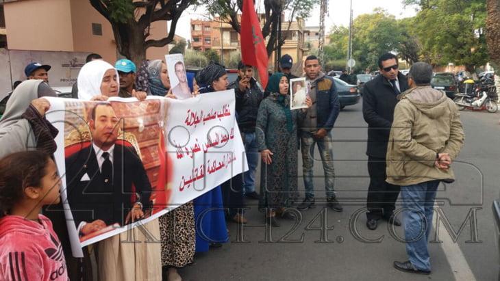 أقارب ضحية جريمة قتل بمراكش يحتجون أمام محمكمة الإستئناف + صور