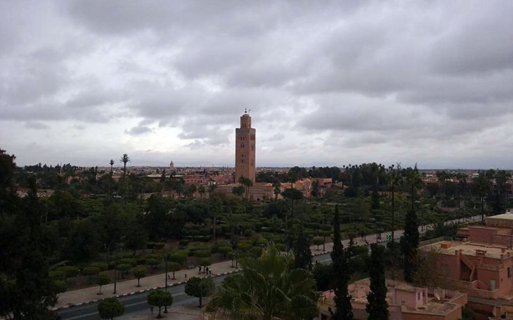 سماء غائمة ونزول أمطار متفرقة في توقعات الطقس ليوم غد الأربعاء
