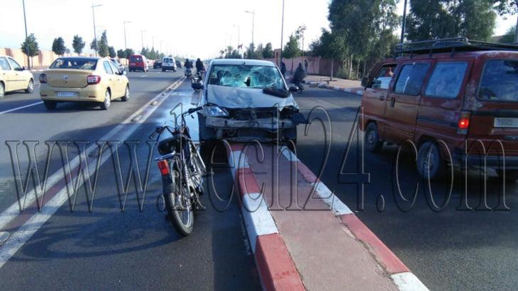 حادثة سير خطيرة إثر إصطدام سيارة بدراجة نارية بمراكش + صور