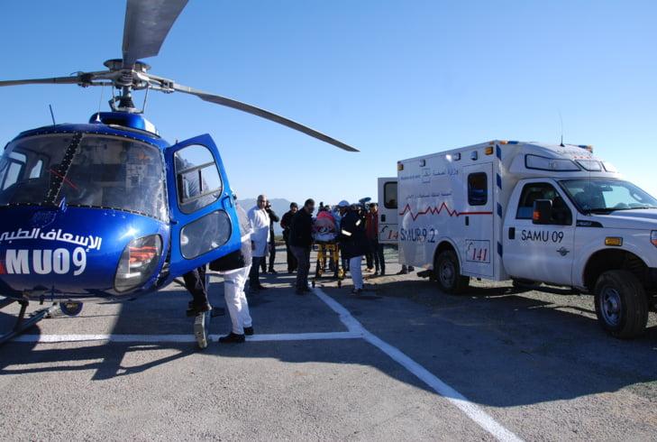نقل رجل مسن أصيب بكسر خطير على متن المروحية الطبية