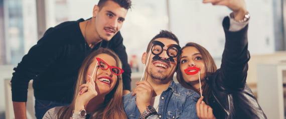 دراسة علمية توضِّح زيفَ الصداقات بعملية حسابية