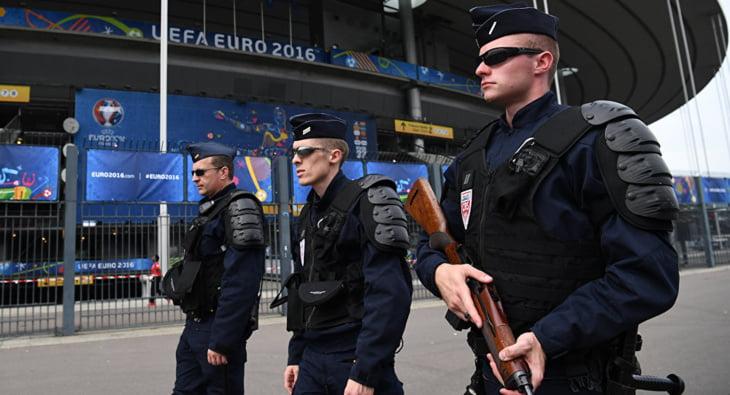 الأمن الفرنسي يعتقل أربعة أشخاص يشتبه بتخطيطهم لهجوم إرهابي