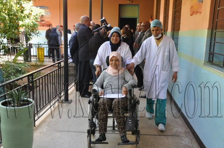 بالصور: الوالي لبجيوي يزور مستشفى الأنطاكي بمراكش ويتفقد مرضى قسم العيون