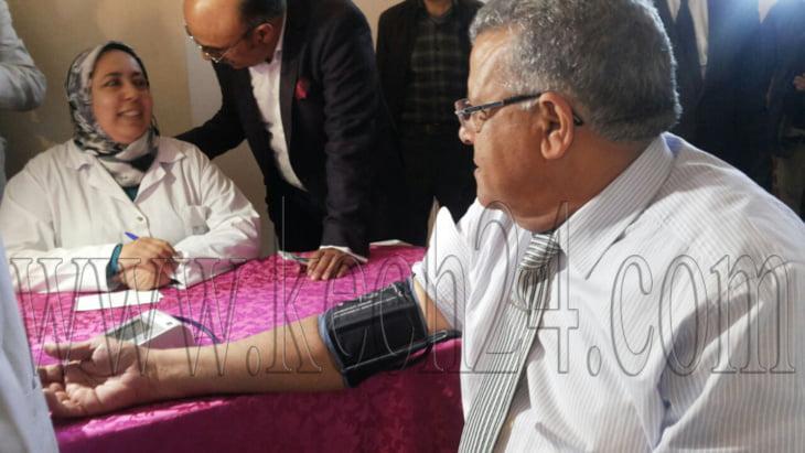 والي جهة مراكش آسفي يدعم مبادرة جمعوية بالتبرع بدمه لفائدة ضحايا حوادث السير + صور