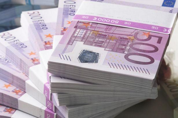 عناصر الجمارك تحجز 490 ألف أورو بأحد محلات صرف العملات الأجنبية