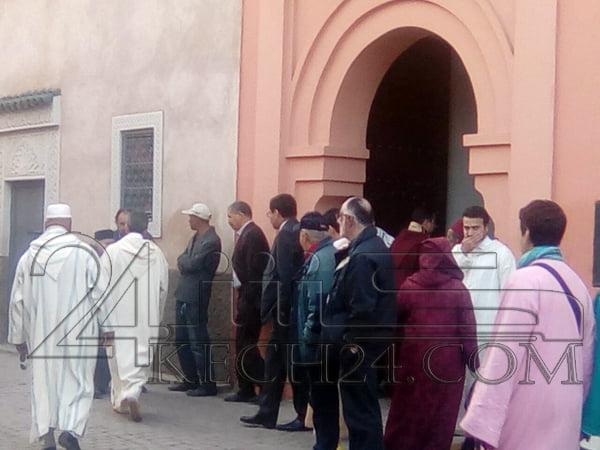 وفود المعزين والمشاركين في جنازة القيادي بوستة تتقاطر على بيته بمراكش + صور