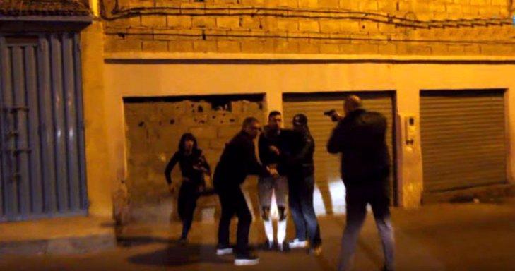 رجل امن يطلق النار لتوقيف مقرقب هاجمه باستعمال السلاح الأبيض