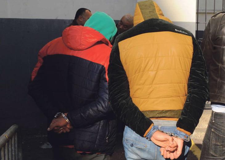 توقيف خمسة أشخاص مشتبه بتورطهم في قضايا تتعلق بحيازة وترويج المخدرات