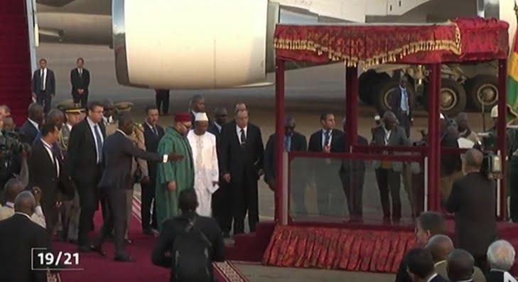 الملك محمد السادس يحل بكوناكري في زيارة عمل وصداقة لجمهورية غينيا