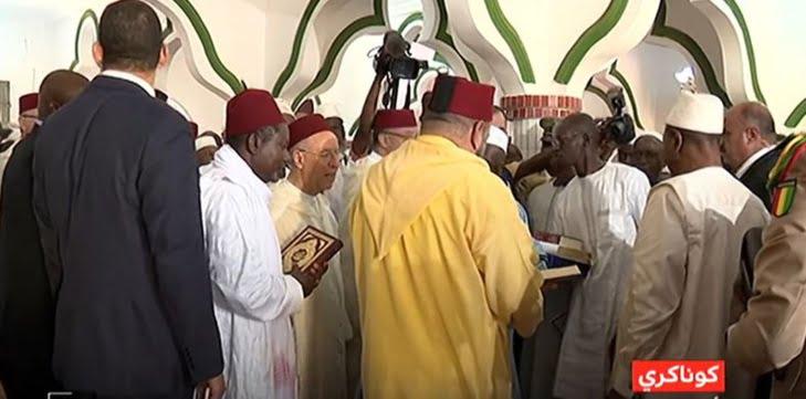 الملك يهدي جمهورية غينيا 10 آلاف نسخة من المصحف المحمدي الشريف