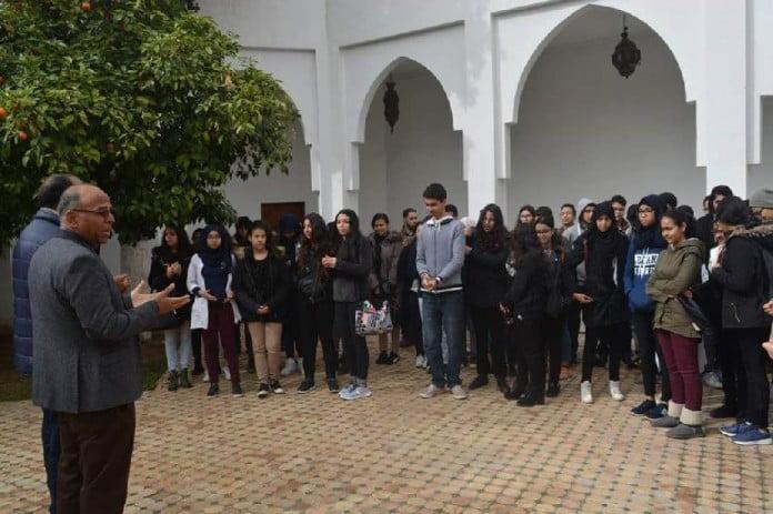 تلاميذ وأطر تربوية تزور قبر القيادي الراحل بوستة وتقدم التعازي لاسرته بمراكش