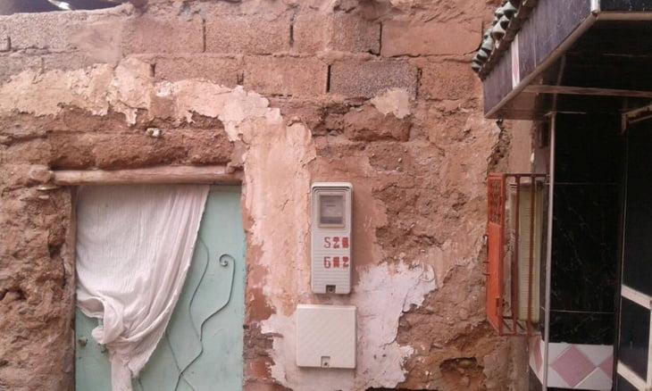  أسر مهددة في حياتها تحت بيوت متهالكة بمراكش وسط امتناع عن الترخيص لها بالإصلاح + صور
