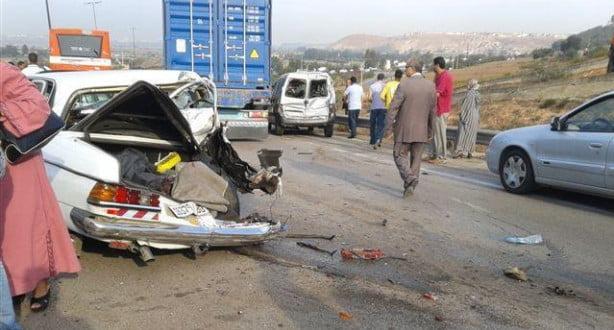 ثلاثة قتلى من بينهم رضيع وجرحى في حادثة سير مروعة على الطريق السيار